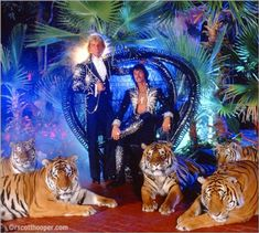 siegfried and roy tigers | Photo of Siegfried and Roy's at home, with 5 tigers.