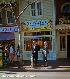 Vintage Disneyland Flower Market photos at Daveland Punk Disney, Disney Fan Art, Disney Love, Disney Theme, Disney Stuff, Walt Disney, Disney Princess Facts, Disney Fun Facts, Disneyland Main Street