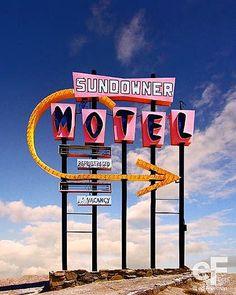 Ed Freeman - Sundowner Motel, Salton Sea, California - Galerie Sakura