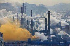 Sistema de governança garantiria o cumprimento das metas de redução de emissão de gases de efeito estufa a serem acordadas pelos países, afirma Paulo Artaxo (foto: Indústria de aço, em Pequim, China/Wikimedia Commons)