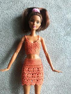 Crochet Barbie Clothes, Crochet Dolls, Small Crochet Gifts, Free Crochet, Knit Crochet, Barbie Family, Barbie Friends, Barbie Dress, Crochet Fashion