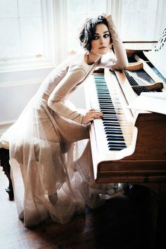 I wish i looked as good as Keira when I played the piano xD she doesn't play...