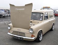 Ford Anglia Van - Google Search Ford Lincoln Mercury, Ford Classic Cars, Classic Trucks, Ford Motor Company, Ford Anglia, Cool Vans, Car Ford, Ford Trucks, Vintage Vans