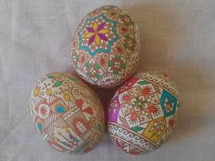 Tetyana Konoval adds color to etched brown eggs. Just lovely.