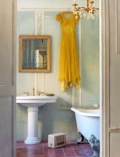 by London-based interior stylist Twig Hutchinson via Trendwelt from http://twighutchinson.com/