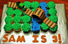 Train Cupcake Cake!