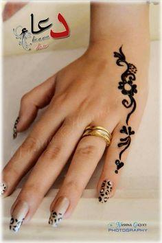 Henna Tattoo Designs Simple, Mehndi Designs For Fingers, Mehndi Art Designs, Beautiful Henna Designs, Finger Henna, Finger Tattoos, Henna Tattoo Hand, Henna Art, Henne Tattoo