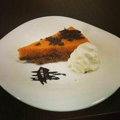 Hoy nos hemos puesto manos a la masa y nos ha salido esta tarta tan rica. De boniato,chocolate y anís. ¿quién quiere un trozo? Ñam!!!