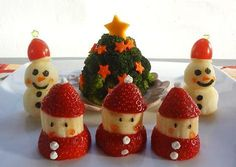 5 Fruit tray display ideas for Kids Christmas Party Easy Christmas Treats, Christmas Party Food, Xmas Food, Simple Christmas, Christmas Holidays, Christmas Recipes, Christmas Coffee, Fruit Decorations, Food Decoration