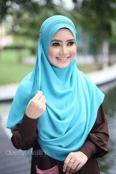 RUMAISA PLEATED SHAWL  CODE : DHRPS 008 MATERIAL : Georgette Chiffon  APPROX : 1.8 meter x 28 inchi   * Kindly PM us for purchase . tqvm Beautiful Hijab, Beautiful Women, Little Girl Dresses, Girls Dresses, Hijab Styles, Girl Hijab, Niqab, Muslim Women, Hijab Fashion