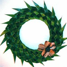 Palm frond wreath Palm Frond Art, Palm Fronds, Flax Weaving, Basket Weaving, Flower Show, Flower Art, Coconut Leaves, Leaf Crafts, Palm Sunday