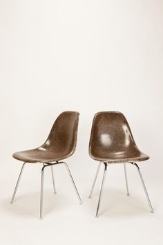 Brown Side Eames Chairs:_
