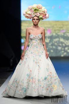 Rami Kadi P-V 2014 - Alta-Costura - http://pt.flip-zone.com/fashion/couture-1/independant-designers/rami-kadi-4708