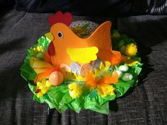 Easter Craft Activities, Easter Crafts, Easter Bonnets For Boys, Help Kids, Easter Ideas, 2nd Birthday, Easter Eggs, Feathers, Boy Or Girl