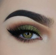 New Trends of 2017 Colorful Eye Makeup & Best Products for Colorful Eye Makeup – Neue Trends von 2017 Buntes Augen Make-up & [. Green Eyeshadow Look, Makeup For Green Eyes, Eyeshadow Looks, Eyeshadow Makeup, Makeup Brushes, Makeup Younique, Eyeshadow Palette, Natural Eyeshadow, Matte Eyeshadow