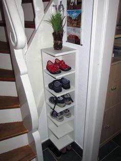 Matériel : Étagère de finition LILLÅNGEN blanc Description: Je cherchais une petite étagère pour stocker les chaussures des enfants dans un petit coin. J'ai décidé de couper LILLÅNGEN (hauteur 179 cm) à environ la moitié de sa hauteur et de répartir les tablettes restantes. La partie la plus délicate consiste à percer ou réutiliser les bons trous pour les bonnes étagères. Veillez aussi à bien répartir les tablettes (sauf si vous avez d'autres besoins). Les instructions étape par étape sont…