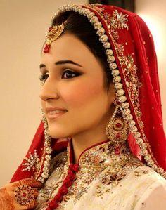 Dulhan Bride Indian Pakistani Desi Kundan Wedding