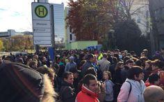 Alegeri prezidenţiale 2014. Mii de români stau la coadă la secţiile din Munchen, Paris, Viena, Madrid şi Londra - #Diasporavoteaza (sursa foto: Adevarul)