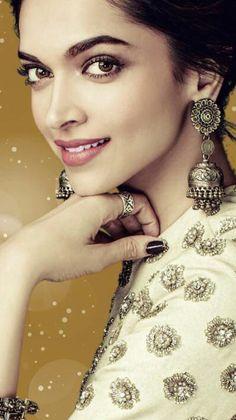 Beautiful Deepika Padukone look 2018 Deepika Ranveer, Deepika Padukone Style, Shraddha Kapoor, Aishwarya Rai, Ranbir Kapoor, Shahrukh Khan, Bollywood Jewelry, Bollywood Fashion, Bollywood Photos