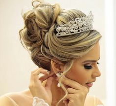 Sweet earrings and head accessory - Claire C. - - Sweet earrings and head accessory - Wedding Tiara Hairstyles, Quinceanera Hairstyles, Hairdo Wedding, Wedding Hair And Makeup, Bride Hairstyles, Bridal Hair, Ciara Hairstyles, Pretty Hairstyles, Easy Updos For Medium Hair