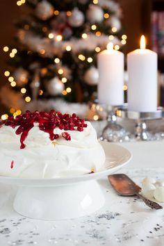 Cranberry pavlova, the ultimate Christmas dessert | insimoneskitchen.com