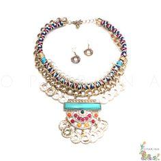 Collar Dorado con Textura Etnica y Dije De Pedreria Multicolor. #oparina #boho #bohochic #hippie #aztec #ethnic #etnico #glam #statementnecklace #necklace #collar  #madewithstudio