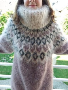 Thick Sweaters, Cute Sweaters, Wool Sweaters, Gros Pull Mohair, Extreme Knitting, Cowl Neck Dress, Angora Sweater, Black Pattern, Sweater Weather