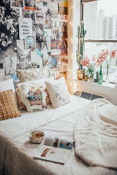 Loving these cute dorm rooms and dorm decor ideas! If you need ideas for cute dorm rooms, here are tons of cute dorm room decor ideas that will give you inspiration! These chic and cute dorm room ideas are affordable and perfect for a student budget. Dream Rooms, Dream Bedroom, Cute Dorm Rooms, Diy Dorm Room, Diy Room Decor For College, Bedroom Decor Diy On A Budget, Room Decor Diy For Teens, Bedroom Ideas For Small Rooms Diy, Cute Diy Room Decor