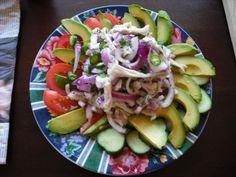 Una deliciosa ensalada prehispánica de xiltomatl y āhuacatl (jitomate y aguacate).