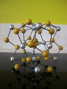 COCOCOZY: SMART DESIGN: THE MOLECULAR TABLE!