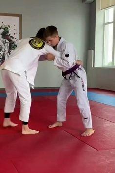Judo Techniques, Martial Arts Techniques, Martial Arts Videos, Self Defense Moves, Self Defense Martial Arts, Martial Arts Workout, Martial Arts Training, Karate, Jiu Jitsu Training