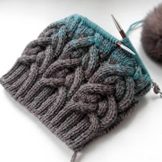 Knitting Patterns Yarn Size of the head: suitable for the head circumference cm. Loom Knitting, Knitting Stitches, Knitted Headband, Knitted Hats, Knitting Projects, Crochet Projects, Knitting Patterns, Crochet Patterns, Cable Knit Hat