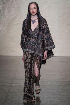 Donna Karan 2014 RTW. African print. browns. low v. slit skirt. poncho. bohemian. #DonnaKaran #Spring2014 #NYFW