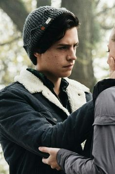 (metade(1) Cole Sprouse, Couple Wallpaper, Best Tv Shows, Love Cafe, Matching Wallpaper, Kawaii Anime, Archie Comics, Friends Forever, Iphone Wallpaper