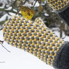 OHJE: Unni-kintaat Fingerless Mittens, Knit Mittens, Mitten Gloves, Knitting Socks, Knitting Machine, Yarn Stash, Mittens Pattern, Wrist Warmers, Yarn Projects