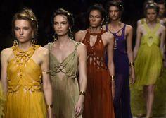 """Tendenze moda primavera estate 2016: Alberta Ferretti presenta gli abiti """"deserto"""""""