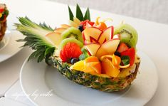 Hawaiian Party Cake, Beach Cafe, Japanese Landscape, Food Garnishes, Fruit Art, Food Design, Party Cakes, Fruit Salad, Food Art