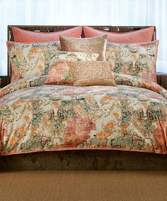 Enliven your interior décor with this eye-catching printed comforter set.