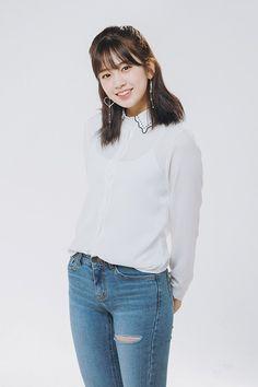【IZ*ONE】アン・ユジン、3/29初回放送「マイ・リトル・テレビジョン V2」に出演決定(予告動画あり) ※追記あり : IZ*ONEまとめノート Kpop Girl Groups, Kpop Girls, Korean Beauty, Asian Beauty, Sexy Jeans, Skinny Jeans, Yu Jin, Japanese Girl Group, Girl Fashion