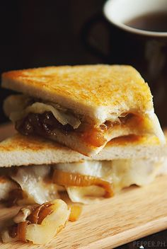 French Onion Sandwich: What a smart idea!  Turn a classic soup INTO a sandwich :)