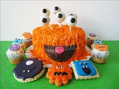 Monstruos! by All you need is Cupcakes!, via Flickr