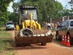 Jacaré de 5 metros é capturado vivo com retroescavadeira no Amapá http://glo.bo/1ypIZiI #G1