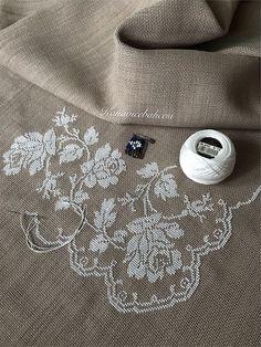 Mini Cross Stitch, Modern Cross Stitch, Cross Stitch Flowers, Cross Stitch Designs, Cross Stitch Patterns, Folk Embroidery, Hand Embroidery Designs, Cross Stitch Embroidery, Herringbone Stitch