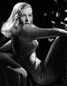 Veronica Lake by George Hurrell Classic Femme fatale of film noir Hollywood Stars, Old Hollywood Glamour, Golden Age Of Hollywood, Vintage Glamour, Vintage Hollywood, Classic Hollywood, Hollywood Icons, Hollywood Hair, Hollywood Photo
