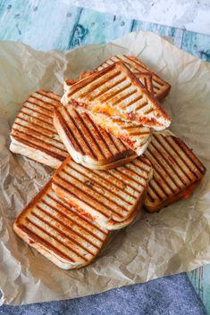 Sloppy Joe Toast - Toast Med Kødsauce Og Cheddar - Opskrift På Toast Cheddar, Toast, Always Hungry, Gouda, Sliders, Feta, Waffles, Bacon, Sandwiches
