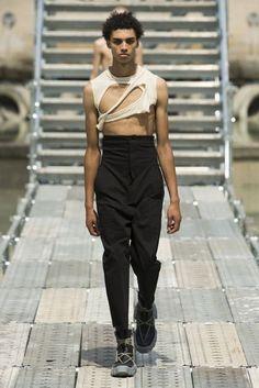 Rick Owens Spring 2018 Menswear Fashion Show Collection: See the complete Rick Owens Spring 2018 Menswear collection. Look 8 Vogue Paris, Interview, Rick Owens Men, Best Mens Fashion, Men's Fashion, Fashion Brands, Paris Fashion, Fashion Ideas, Spring Summer