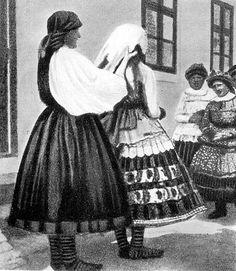 Decsi menyecske öltöztetése közben Folk Costume, Costumes, Folk Dance, Hungary, All Things, Landscapes, Tulle, Traditional, Fashion