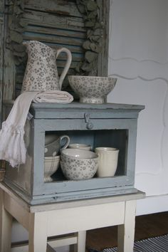 ~♥~Grey polka dot plate peeking out