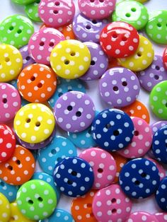 Buttons 15mm SPOTS x160 Droplet size This is 10 each of 16 different colours…