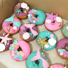 Just give me all the donuts #donuts #underthesea #mermaid #mermaidparty #seashells #sweetbrantleyscakes